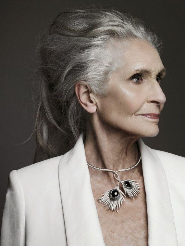 Їй вже 87, але вона продовжує працювати моделлю. У неї є чому повчитися!
