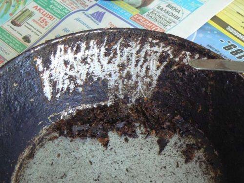 Як прожарити алюмінієву сковороду і чим її почистити?