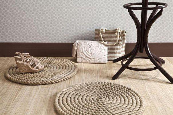 Шикарна ідея для інтер`єру в морському стилі: стильний килимок з каната.
