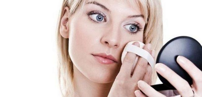 Жирна шкіра: причини і засоби для догляду