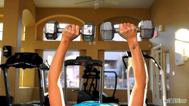 Як зробити груди більш пружною і повною за допомогою вправ (для жінок)