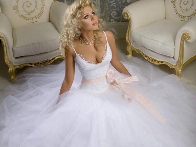 Як вибрати колір весільного плаття