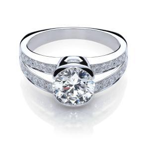 Як вибрати помолвочноє кільце з діамантом, щоб обраниця залишилася задоволена?