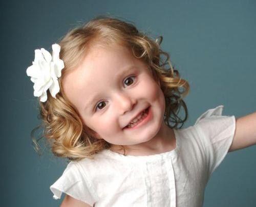 Новорічна зачіска дівчинці: як зробити своїми руками