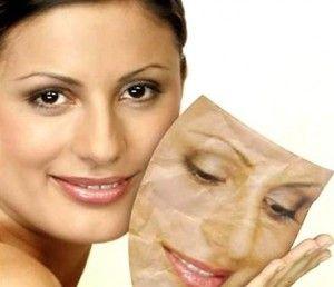 Ефективні маски від зморшок для обличчя та навколо очей з рецептами