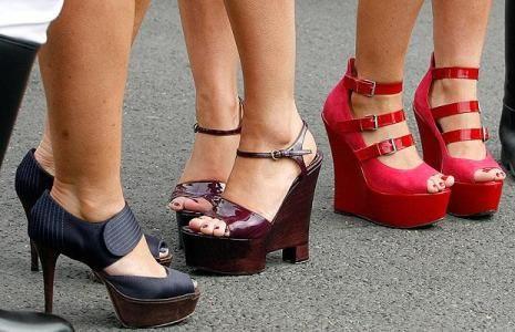 Як доглядати за ногами влітку?