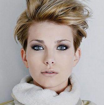 Яку зачіску можна зробити на коротке волосся самій собі: безліч порад і ідей