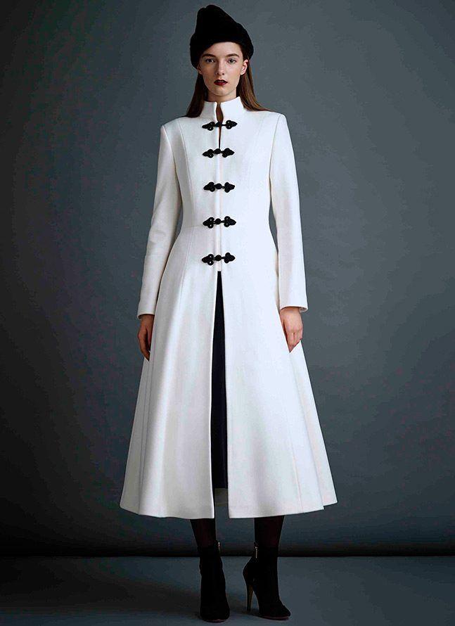 Красиві білі пальто і шуби