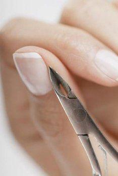 Стрижка нігтів на кожен день тижня і її вплив на людину