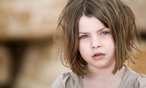 Якщо у дитини болить шия з одного боку: надання допомоги