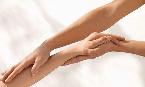 Ефективне освітлення волосся на руках в домашніх умовах