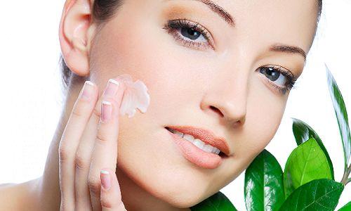 Поради, як зволожити суху шкіру обличчя